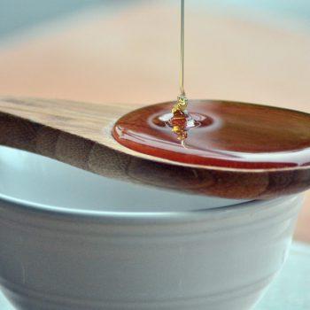 アンチエイジングや歯石予防など、ハチミツの効能効果