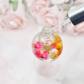 【ネイル】乳白色+押し花でふんわり優しいアート♪