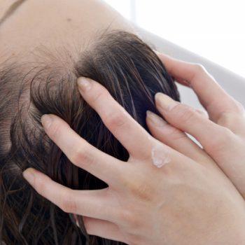 頭皮マッサージオイルを使った頭皮マッサージの方法について