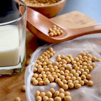 更年期症状や肌荒れを改善する?大豆イソフラボンの効果を調査!