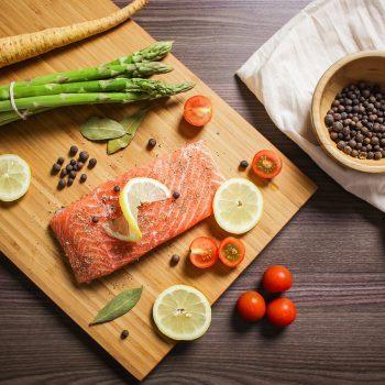 アスタキサンチンで乾燥肌解消!若返り食材・鮭の美肌レシピ