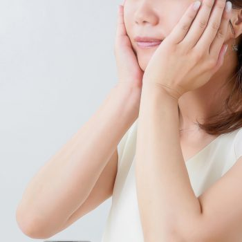 顔のたるみを改善する方法|リフトアップしたハリのある肌へ