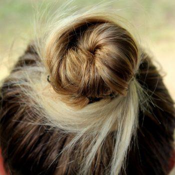 ポニーテール頭痛に悩まされている人必見!頭痛解消マッサージ